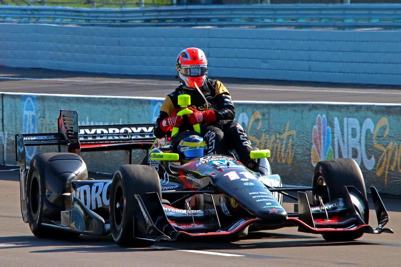 Sébastien Bourdais, KV Racing Technology Chevrolet gives a ride to James Hinchcliffe, Schmidt Peterson Motorsports Honda