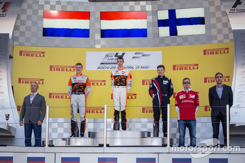 Podium race 1: Racewinnaar Richard Verschoor, MP Motorsport, tweede plaats Jarno Opmeer, MP Motorsport, derde plaats Roope Markkanen, Racing Team Markkanen