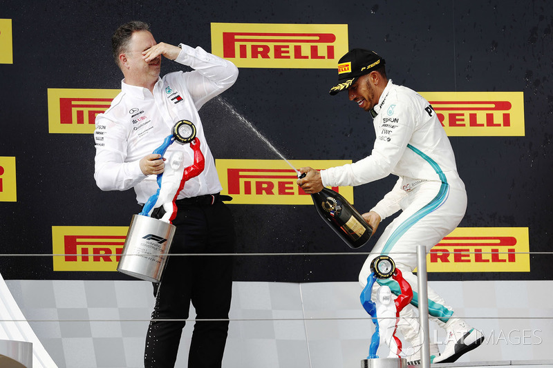 Podio: Ron Meadows, Mercedes AMG F1 Team Manager, ganador de la carrera Lewis Hamilton, Mercedes-AMG F1
