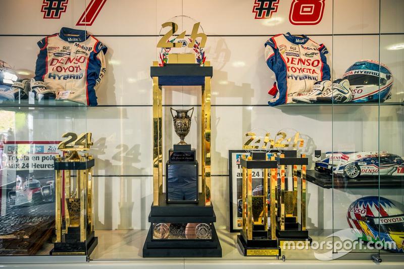 Кубок за победу в марафоне «24 часа Ле-Мана»
