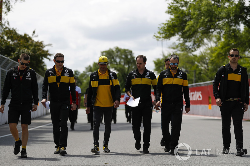 Carlos Sainz Jr., Renault Sport F1 Team, walks the track with colleagues, including Formula 2 driver Jack Aitken