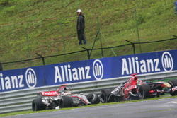 Kimi Raikkonen, McLaren Mercedes MP4/21 collided with Vitantonio Liuzzi, Scuderia Toro Rosso STR01