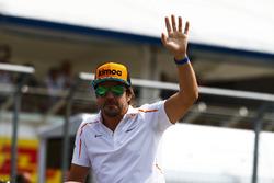 Fernando Alonso, McLaren, tijdens de rijdersparade