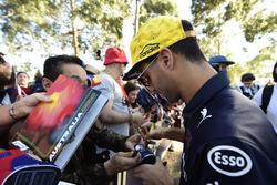Daniel Ricciardo, Red Bull Racing, signe des autographes