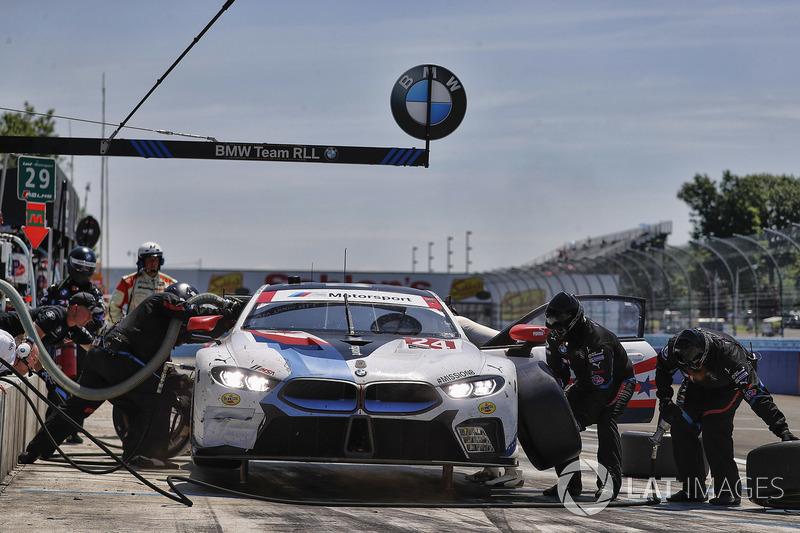 #24 BMW Team RLL BMW M8, GTLM: John Edwards, Jesse Krohn, Tom Blomqvist, pit stop
