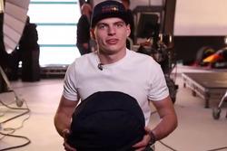 Max Verstappen presenta su nuevo casco para 2018