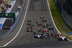 Départ : Felipe Massa, Williams FW36 mène