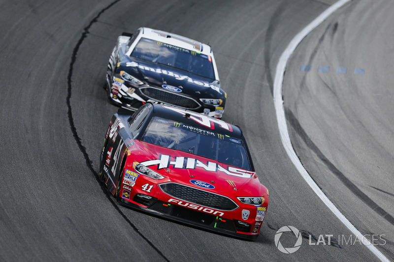 Kurt Busch, Stewart-Haas Racing, Ford Fusion Haas Automation e Aric Almirola, Stewart-Haas Racing, Ford Fusion Smithfield
