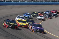 Denny Hamlin, Joe Gibbs Racing, Toyota Camry FedEx Freight, Martin Truex Jr., Furniture Row Racing, Toyota Camry 5-hour ENERGY/Bass Pro Shops