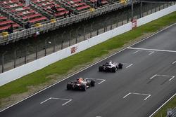 Pierre Gasly, Scuderia Toro Rosso STR13 ve Max Verstappen, Red Bull Racing RB14