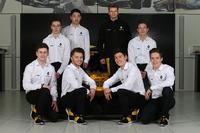 Arthur Rougier, Sun Yue Yang, Christian Lundgaard, Max Fewtrell, Jack Aitken, Victor Martins, Sacha Fenestraz con Nico Hülkenberg, Renault Sport F1 Team