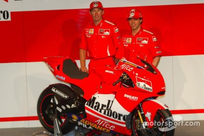 Ducati Desmosedici GP4 onthulling