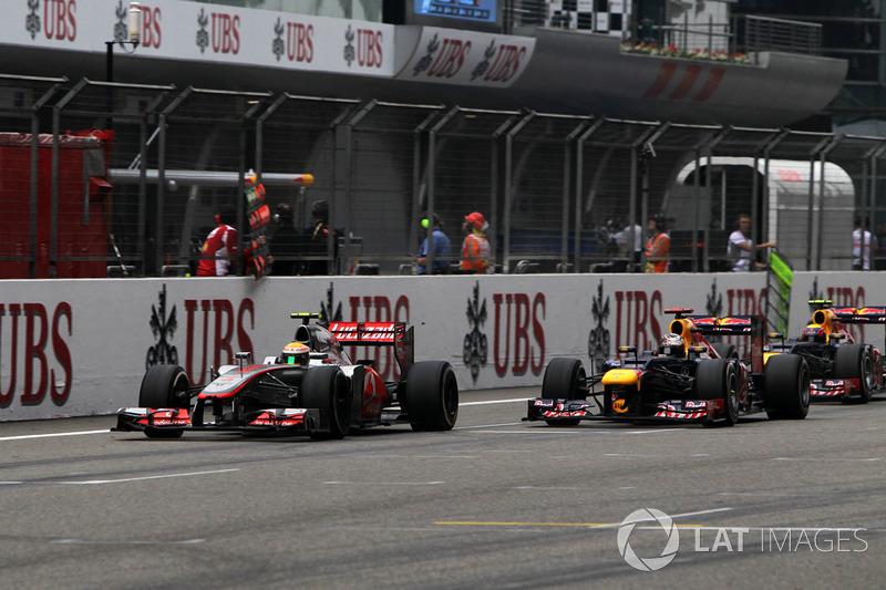 Lewis Hamilton, McLaren MP4-27, Sebastian Vettel, Red Bull Racing RB8 and Mark Webber, Red Bull Racing RB8 battle