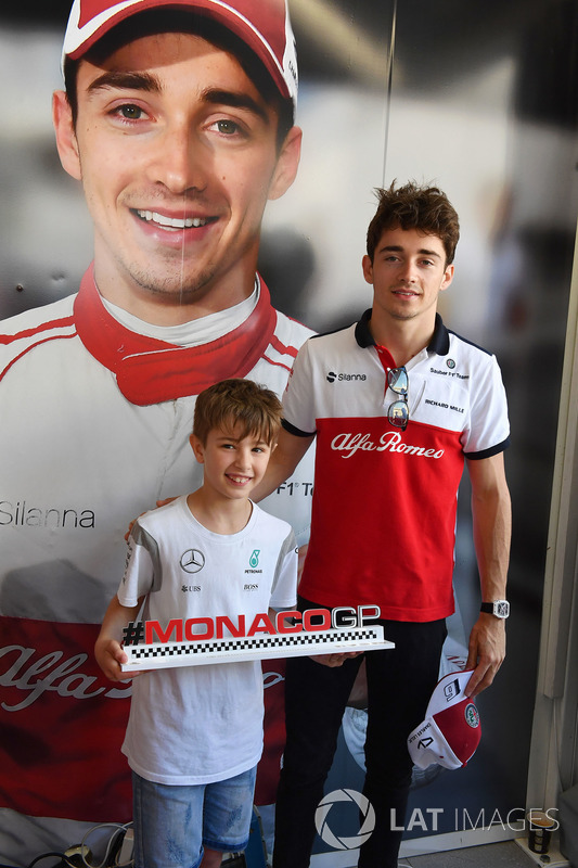 Charles Leclerc, Sauber and young fan at the Monaco GP Challenge