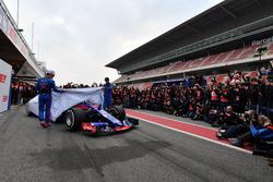 Pierre Gasly, Scuderia Toro Rosso STR13 and Brendon Hartley, Scuderia Toro Rosso STR13 unveil the new Scuderia Toro Rosso STR13