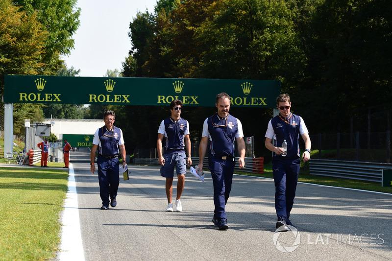 Lance Stroll, Williams Racing, recorre la pista