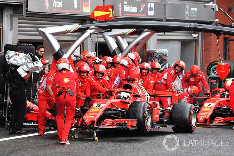 Vettel sıralamanın son seansında aracının garaja çekilme şeklinden mutsuz