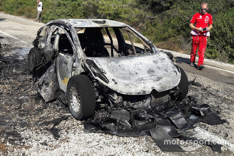 Coche quemado de Craig Breen, Scott Martin, Citroën World Rally Team Citroën C3 WRC