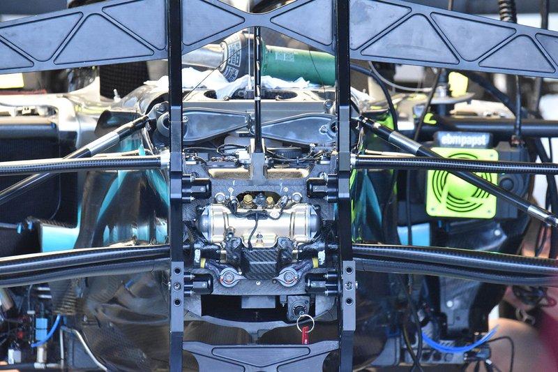 Detalle de suspensión Mercedes AMG F1 W10