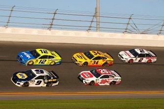 Chase Elliott, Hendrick Motorsports, Chevrolet Camaro NAPA AUTO PARTS, Ryan Blaney, Team Penske, Ford Mustang Menards/Peak