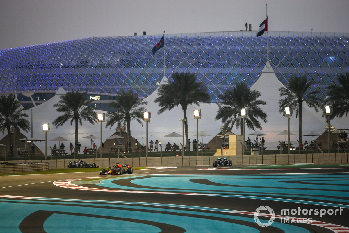 Max Verstappen, Red Bull Racing RB16, Valtteri Bottas, Mercedes F1 W11, y Lewis Hamilton, Mercedes F1 W11