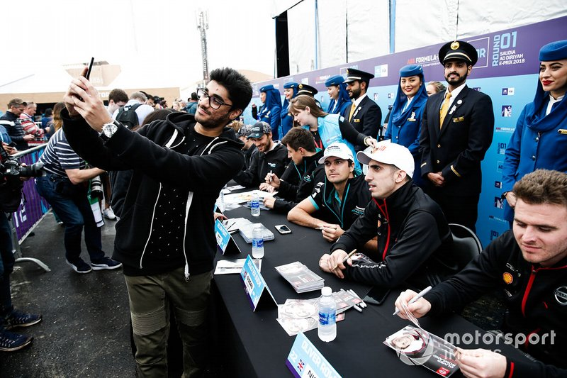 A fan takes a selfie with Sébastien Buemi, Nissan e.Dams at the autograph session