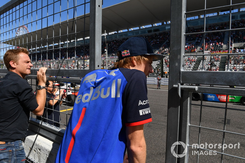 Brendon Hartley, Scuderia Toro Rosso suit les Legends F1 30th Anniversary Lap Demonstration