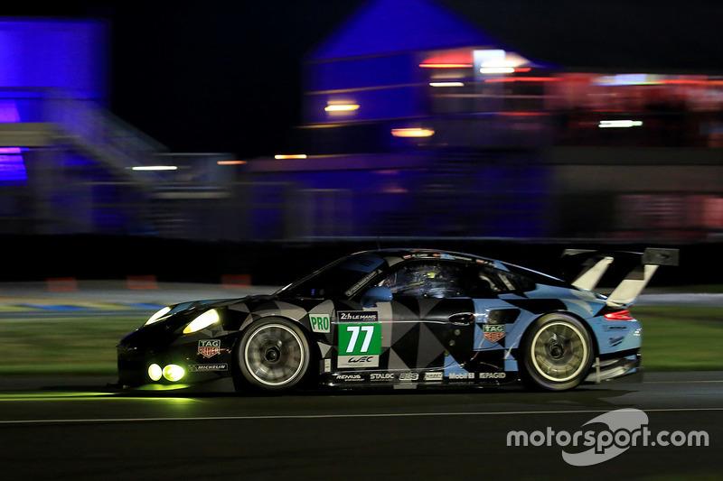 #77 Dempsey Proton Competition Porsche 911 RSR: Річард Літц, Мікаель Крістенсен, Філіпп Енг