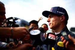 Макс Ферстаппен, Red Bull Racing общается со СМИ