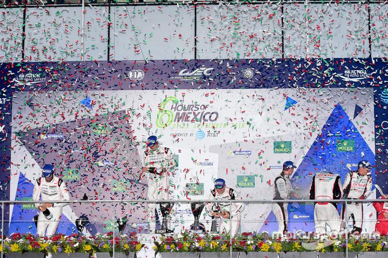 Podium: race winners Timo Bernhard, Mark Webber, Brendon Hartley, Porsche Team, second place Marcel Fässler, Andre Lotterer, Audi Sport Team Joest, third place Stéphane Sarrazin, Mike Conway, Kamui Kobayashi, Toyota Racing