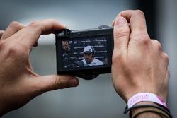 Fernando Alonso, McLaren a través de una pantalla de cámara