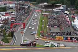 Старт гонки, #28 Belgian Audi Club Team WRT, Audi R8 LMS: Ніко Мюллер, Рене Раст, Лоранс Вантор