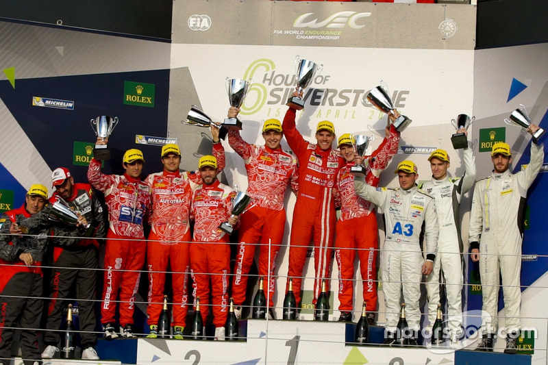 Pódio das equipes privadas da LMP1, com Nelsinho Piquet em segundo