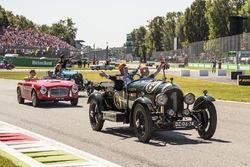 Max Verstappen, Red Bull Racing, Nico Hulkenberg, Renault Sport F1 Team and Carlos Sainz Jr., Scuderia Toro Rosso on the drivers parade