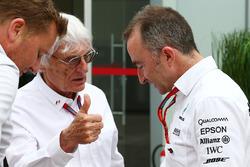 Берни Экклстоун и исполнительный технический директор Mercedes AMG F1 Падди Лоу