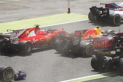 Kimi Raikkonen, Ferrari SF70H, Max Verstappen, Red Bull Racing RB13