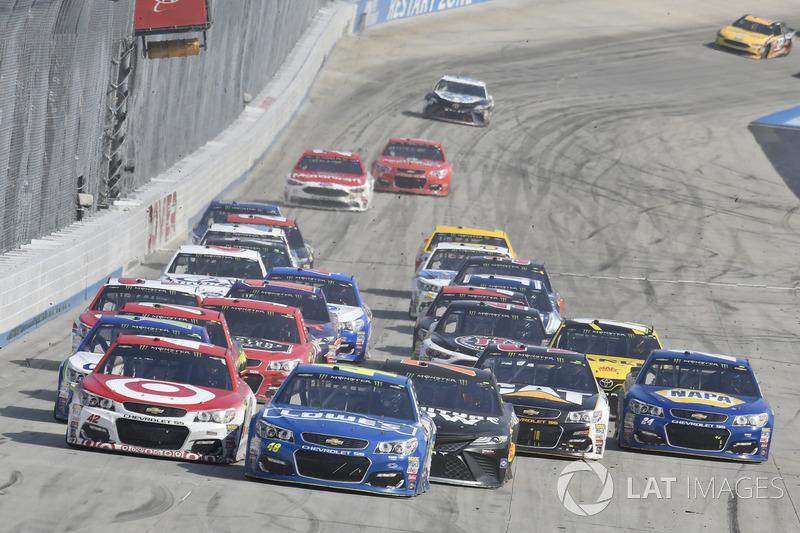 Kyle Larson, Chip Ganassi Racing, Chevrolet; Jimmie Johnson, Hendrick Motorsports, Chevrolet