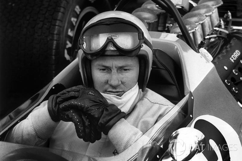 Bruce McLaren, de 1958 a 1970. Foram 4 vitórias, 27 pódios em 101 participações.