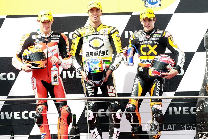 Podio: 1º Alex De Angelis, 2º Stefan Bradl, 3º Marc Márquez
