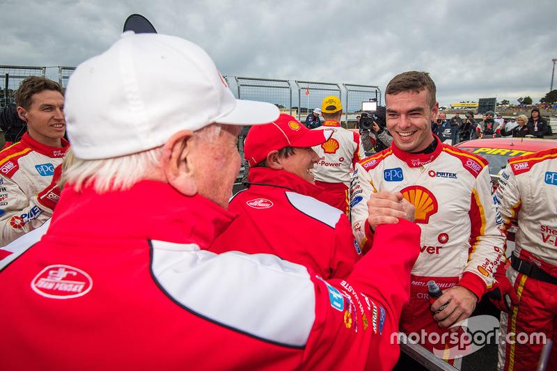 2. Scott McLaughlin, Team Penske, Ford, mit Dick Johnson
