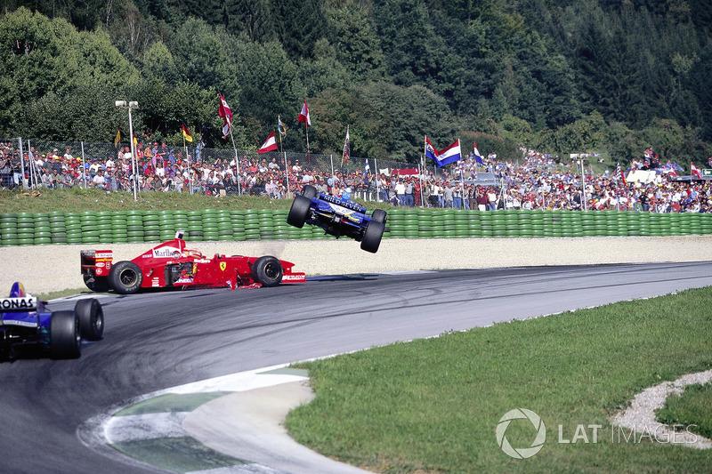 Jean Alesi, Eddie Irvine, crash