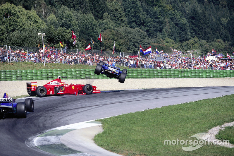 Choque de Jean Alesi, Eddie Irvine