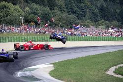 Crash: Jean Alesi, Benetton B197; Eddie Irvine, Ferrari F310B