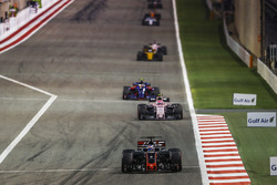 Romain Grosjean, Haas F1 Team VF-17, Esteban Ocon, Force India VJM10 Mercedes, Carlos Sainz Jr., Toro Rosso STR12