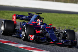 Daniil Kvyat, Scuderia Toro Rosso STR12 running sensor equipment