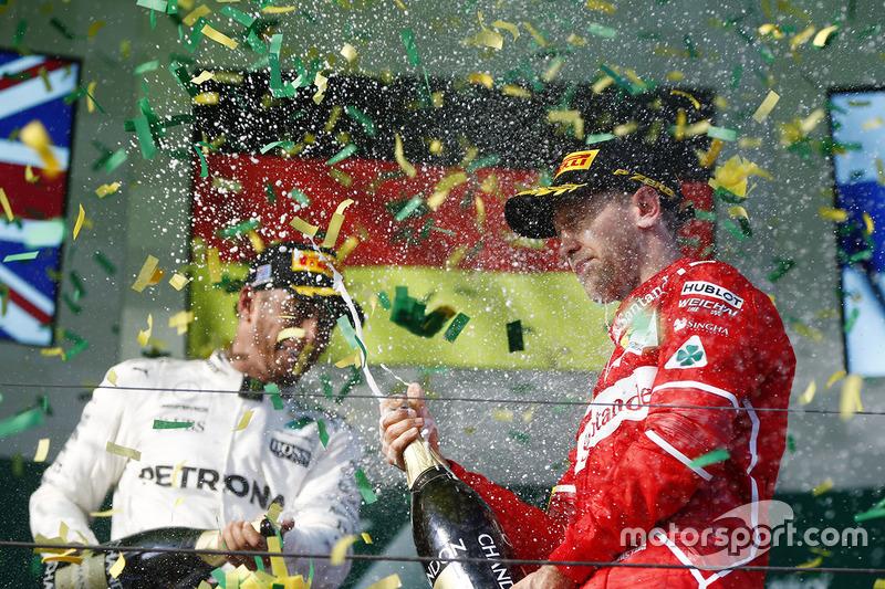 Подіум: переможець гонки Себастьян Феттель, Ferrari, друге місце Льюїс Хемілтон, Mercedes AMG F1