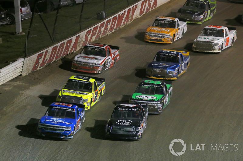 Christopher Bell, Kyle Busch Motorsports Toyota, Stewart Friesen, Elaine Larsen Motorsports Chevrolet