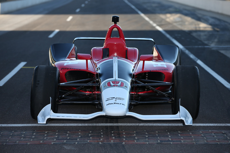 Машина IndyCar 2018 року з двигуном Honda