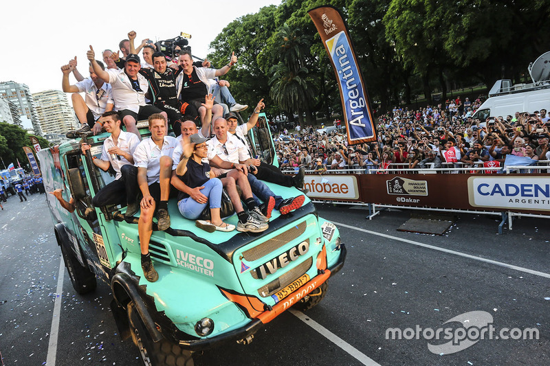 2. #500 Team De Rooy Iveco: Герард де Рой, Моі Торраллардона, Даррек Родевальд