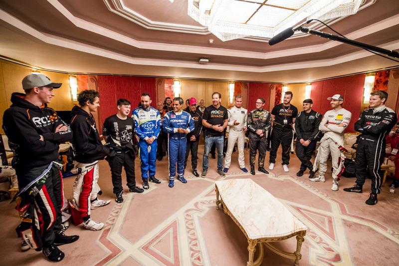 Los pilotos en backstage